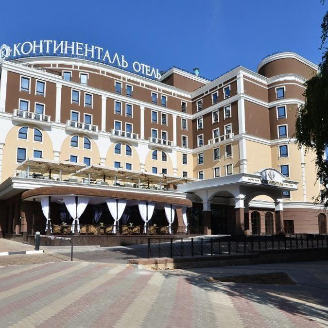 Оснащение ресторанного комплекса отеля оборудованием от Profitex. Бизнес-Отель Континенталь, 5*, Белгород. На фото вход в отель.