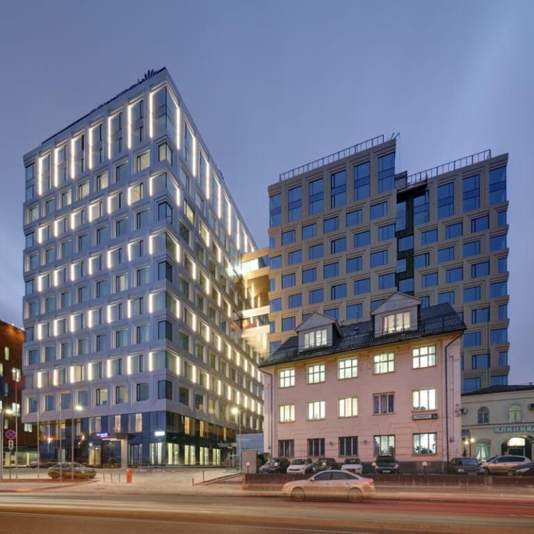 Комплексное оснащение прачечной от Profitex. Отель Palmira Business Club, Москва. На фото вход в гостиницу.