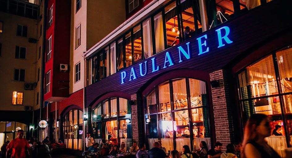 Специализированное оборудование для ресторана, кафе, пивной, бара. Ресторан & пивоварня «Paulaner», Краснодар. На фото вход в ресторан.