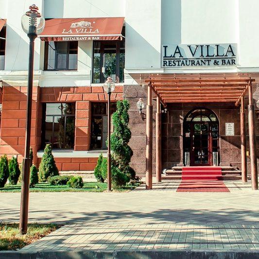 Профессиональное оборудование для ресторанов и кафе. Ресторан «LaVilla», Краснодар. На фото вход в ресторан.