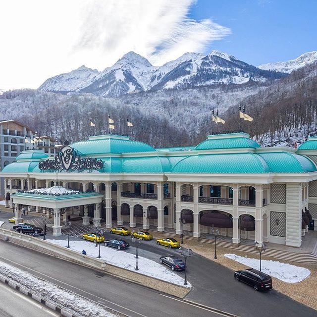 Профессиональное оборудование для кухни, бара и ресторана. Казино «Sochi Casino & Resort», Сочи. На фото центральный вход в казино.
