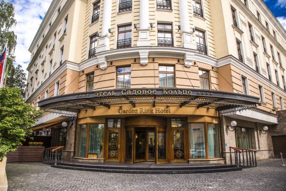Профессиональный текстиль для ресторана и гостиницы. Отель Садовое кольцо, Москва. На фото центральный вход в отель.