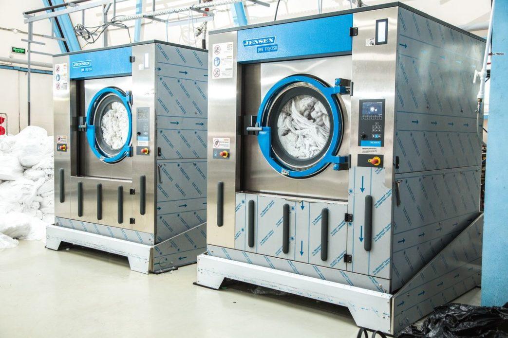 Открыть прачечную с Profitex. Индустриальная прачечная «X», Москва. На фото высокоскоростные профессиональные стиральные машины Jensen JWE 110/250.