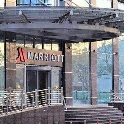 Комплексная поставка оборудования для профессиональной кухни ресторана и бара. Отель Marriott Hotel, Краснодар. На фото центральный вход отеля.