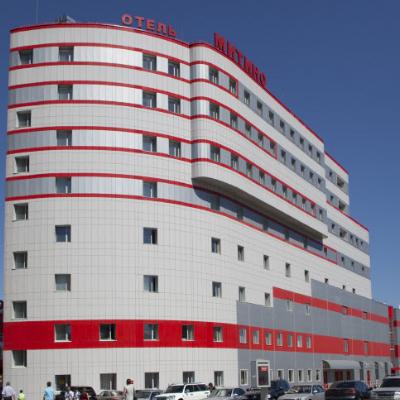 Профессиональный текстиль для отелей, гостиниц, хостелов от Profitex. Отель Митино, Москва. На фото центральный вход в отель.