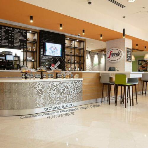 Проектирование ресторана, кафе, фастфуда, бара согласно технологическому заданию компанией PROFITEX. Кафе «Атриум», Holiday Inn Moscow Sokolniki, Москва. На фото барная зона кафе с оборудованием Tecnosteel, Vema, ISA.
