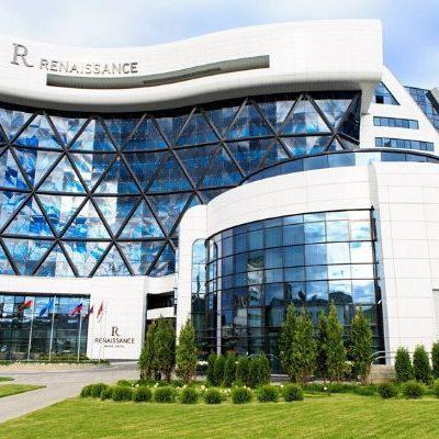 Профессиональный текстиль для отелей и гостиниц от PROFITEX. Отель Renaissance, Беларусь, Минск. На фото вход в отель.