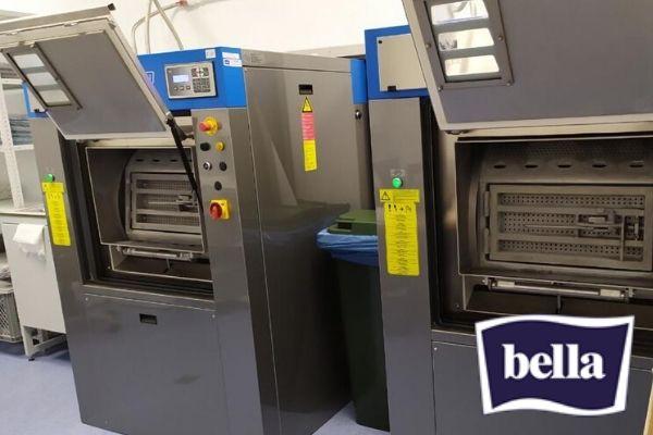 Барьерные стиральные машины для прачечной и химчистки. Прачечная фабрики-производителя гигиенических средств Bella, Москва. На фото барьерные профессиональные стирально-отжимные машины JENSEN JBW16, загрузка 16 кг.